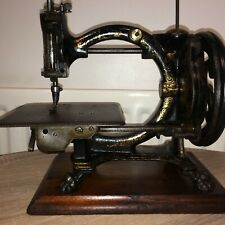 Antique Shakespear Sewing Machine, Antique Inspiration(The Royal Sewing Machine)