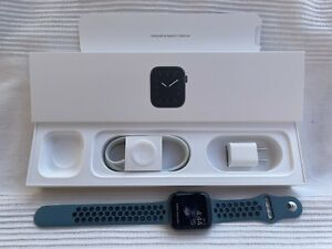 Apple Watch Series 5 Space Grey 44mm GPS with Band And Original Packaging