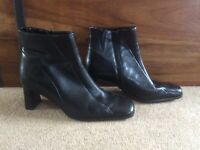 Beautiful Ecco Shape black leather ankle boots size 5 heels