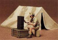 Tamiya 35074- 1:35, Diorama Set Zelt mit Funker WWII, GMK World of War II,Plasti