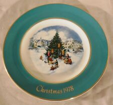 "Vintage Avon Christmas Plate ""Trimming The Tree"" 1978 8 3/4"" Wedgewood, In Box"