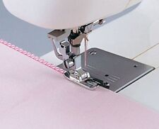 SA135 Overlock Vertical Foot Overcast and Sew a Seam at the Same Time 006803008
