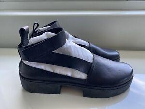 NWOB TRIPPEN Black  Leather Flats Sandals Shoes, EU 39 | US 8 to 8 1/2