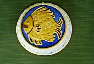 COLORFUL CERAMIC 7 1/2 INCH ROUND JELLO MOLD--FISH MOTIF--WALL HANGING