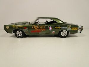 AUTOWORLD 1/18 AMERICAN MUSCLE WALLY BOOTH 1969 DODGE CORONET SUPER BEE NICE
