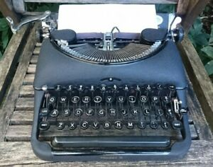 VINTAGE MADE IN CANADA REMINGTON MODEL 5 PORTABLE TYPEWRITER - SERVICED