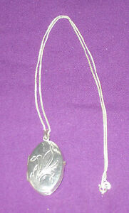 """VINTAGE 1970s 925 STERLING SILVER ENGRAVED LOCKET ON FINE 925 20"""" SILVER CHAIN"""