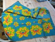 Grand foulard turquoise, jaune, vert, bleu, orange et blanc – 50 % Polyester - a