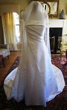 DaVinci White Beaded Wedding Gown Spaghetti Strap Train Bustle Beaded Veil M/L