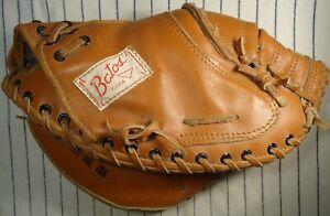 Rare Cuban made Batos baseball catchers mitt/glove soft leather RH thrower patch