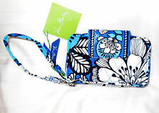 New with Tags Vera Bradley SMARTPHONE WRISTLET in BLUE BAYOU 12423-159
