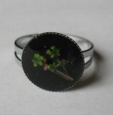 Idée cadeau bague forme ronde,  fleur séchée, change de couleur avec l'humeur