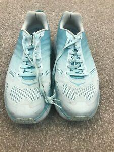 Women HOKA CLIFTON 6  tennis running walking shoes EUC 11 D WIDE