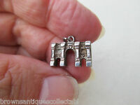 VINTAGE SILVER CHARM SOLID STERLING MARBLE ARCH LONDON BRACELET FOB PENDANT OLD