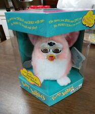 1999 TIGER ELECTRONICS FURBY BABIES CORAL WHITE W/ YELLOW MOHAWK SEALED IN BOX