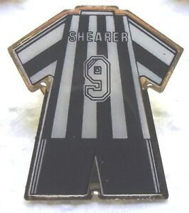 Football - Newcastle United  F.C. Alan Shearer No 9 football kit enamel badge