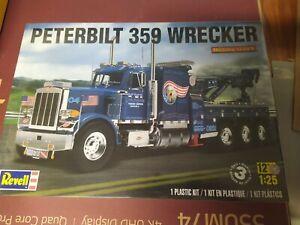 revell truck model kit , peterbilt 359 wrecker , tri drive.
