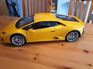 Pocher Lamborghini Huracan gelb 1:8