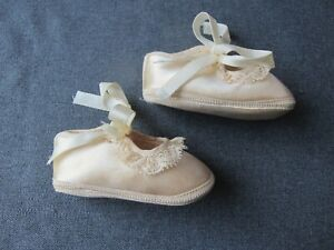 Vintage creamy silky w/ lace & ribbons Mrs Day's Ideal baby shoes size 0 dolls J