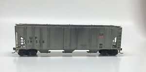 HO Scale Custom Walthers 3 Bay 50 Ft PS2 Covered Hopper Union Pacific - UP