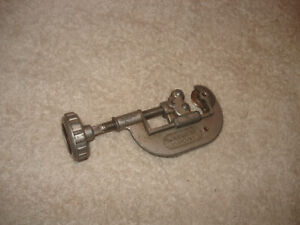 "Globemaster No. 2303/EB Pipe Cutter 1/8"" TO 1"" !"