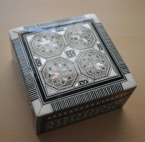 NEW Handmade Beautiful Mother of Pearl Egyptian Inlay Box Velvet Inside