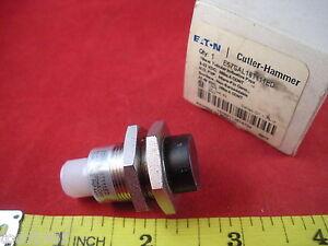 Cutler Hammer E57SAL18T111ED Proximity Sensor size 18mm 10-48V DC sn= 8mm New