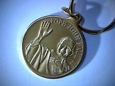 POPE JOHN PAUL ll GOLD COLORED KEY CHAIN, 39mm MEDAL, SAINT PETER'S BASILICA