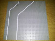 LEGO BASEPLATE 4478px1 - ROAD 32 X 32 - 9 STUD DRIVEWAY WITH WHITE LINES PRINT