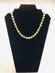 VINTAGE NECKLACE  : GREEN BEAD'S , BRASS BARRELL CLASP 1950's Excellent  (ref23)