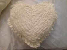 Shabby Chic Trapo volantes Cojín en Forma de Corazón con crema Interior Cojín