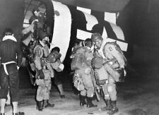 7x5 Photo ww11A6 Normandy USA Paratroopers 101st Airborne` Div. Boarding C47