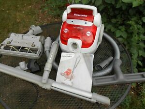 Electrolux Cyclonic Canister Vacuum Cleaner Twin Clean, Dual HEPA  w/Nozzle, Man