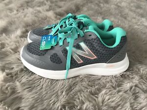 New Balance Women's Versi v1 Cushioning Running Shoe Grey 5 US Wide