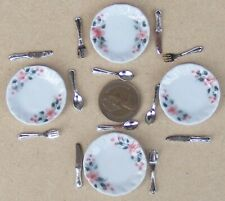1:12 Scale 4 Ceramic Dinner Plates 2.9cm & Cutlery 2cm Tumdee Dolls House Crr19a
