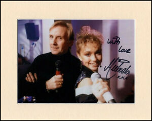 """Michaela Strachan Hitman and Her Orig Hand Signed Mounted 10x8"""" Autograph Photo"""