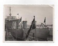 Foto Kriegsmarine U Boot U 7 und 10 und Kriegsschiff im Hafen (11,5 cm x 8,5 cm)
