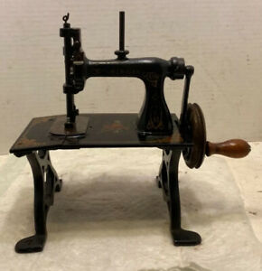 "Beautiful ""American Gem"" Cast Iron Sewing Machine"