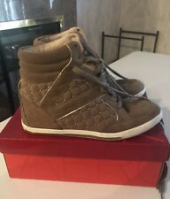 VINCE CAMUTO WOMEN'S SNEAKER/WEDGE FOLLIE BEIGE/TAN LEATHER SIZE 7.5