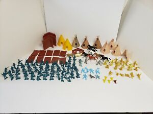 Marx Western Fort Apache 7th Cavalry Indians Horses, Fort, Teepees, 1:32 Scale