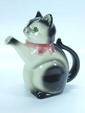 Majolica teapot, in ceramic, shaped like a sitting cat, Art Deco period.