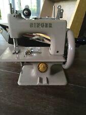 New ListingAntique Singer Sewhandy Child Sewing Machine No.20 Hand Crank Original Case Euc�