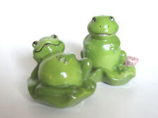 FROG SALT AND PEPPER SHAKERS Green Frogs on Lilly Pads Plugs Intact EXCELLENT!
