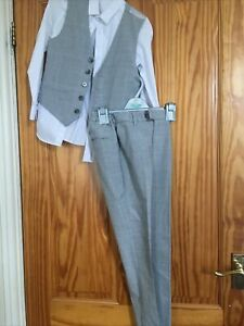 boys wedding outfit M Snd S Age 7-8