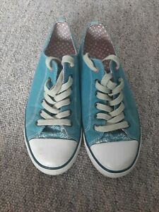 Ladies Moshulu Canvas shoes Size 37/4