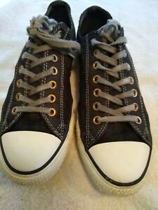 Mens Converse Size 9, Distressed