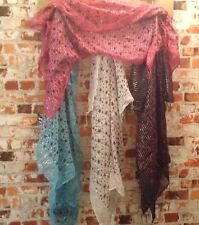 job lot 16. unisex multi-coloured star scarves, 50 items.