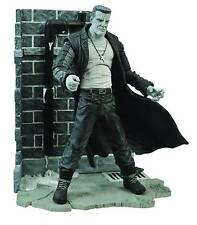 "2014 Diamond Select Sin City 7"" Marv Deluxe Action Figure with Diorama Base"