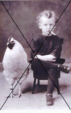 """curiosité , oddities : photo """" enfant fumant et poule """""""