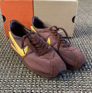 Nike Waffle Trainer Size 9.5 302473-221 ASU colors Team Brown Bucktan